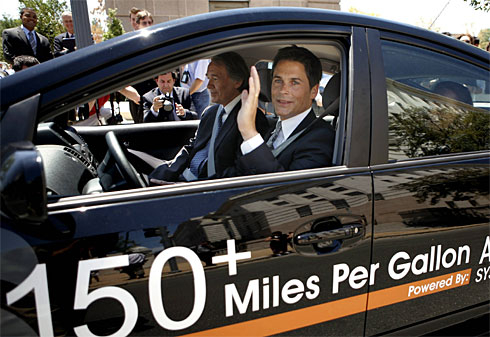 Actor Rob Lowe and Rep. Ed Markey in a PHEV Prius, July 2007