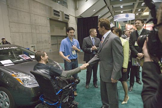 Governor Arnold Schwarzenegger visits CalCars at Green Technology Summit in Sacramento, April 2008