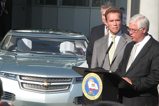 GM's Al Weverstad explains the Chevy Volt to Gov. Arnold Schwarzenegger at LA Auto Show, November 2007